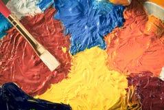 Concetto di arte con la spazzola e la pittura ad olio fotografie stock libere da diritti