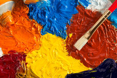 Concetto di arte con la spazzola e la pittura ad olio immagini stock libere da diritti
