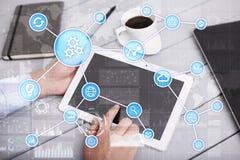 Concetto di automazione come innovazione, migliorando produttività nella tecnologia e nei processi aziendali Immagine Stock