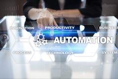 Concetto di automazione come innovazione, migliorando produttività nella tecnologia e nei processi aziendali Immagine Stock Libera da Diritti