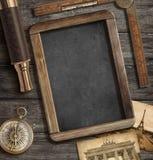 Concetto di avventura, di esplorazione e di viaggio fotografie stock