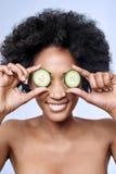Concetto di bellezza di Skincare con il modello dell'africano nero fotografia stock