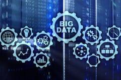 Concetto di Big Data ciao di tecnologia e di innovazione nell'affare e nella produzione Schermo virtuale sul fondo del server del fotografie stock