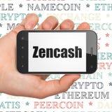 Concetto di Blockchain: Mano che tiene Smartphone con Zencash su esposizione Fotografie Stock