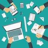 Concetto di 'brainstorming' Riunione d'affari teamwork Scrittorio del lavoro con il wquipment dell'ufficio royalty illustrazione gratis