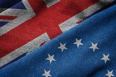 Concetto di Brexit: Bandiere dell'UE e della Gran-Bretagna su struttura di lerciume Fotografia Stock