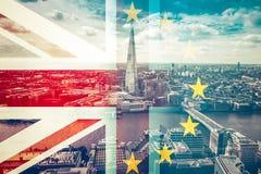 Concetto di Brexit - la bandiera di Union Jack e la bandiera di UE si sono combinate sopra il iconi Fotografia Stock