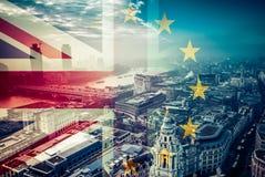 Concetto di Brexit - la bandiera di Union Jack e la bandiera di UE si sono combinate sopra il iconi Fotografia Stock Libera da Diritti
