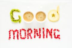 Concetto di buongiorno Parole del ` di buongiorno del ` presentate con i pezzi di semi del melograno e della frutta Fotografia Stock