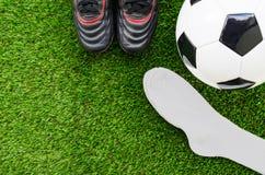 Concetto di calcio: Calcio & x28; ball& x29 di calcio; , vecchi stivali di calcio, calzini Fotografia Stock Libera da Diritti