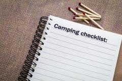 Concetto di campeggio della lista di controllo Fotografia Stock