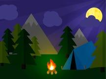 Concetto di campeggio di turismo con stan e fuoco di accampamento Fotografia Stock