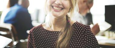 Concetto di Cheerful Smiling Beautiful Smart della donna di affari fotografia stock