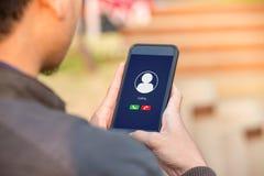 Concetto di chiamata vocale sullo schermo del telefono fotografia stock