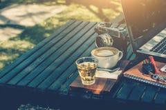 Concetto di cofee e di affari sul giardino Fotografia Stock