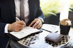 Concetto di Coffee Ideas Strategy dell'uomo d'affari del business plan fotografie stock libere da diritti