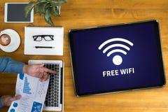 Concetto di connettività di SEGNALE WIFI: Segno libero di area di wifi Fotografia Stock Libera da Diritti