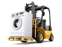 Concetto di consegna degli apparecchi Carrello elevatore a forcale e lavatrice Fotografia Stock