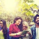 Concetto di conversazione degli amici di comunicazione di 'brainstorming' Fotografia Stock