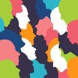 Concetto di conversazione Testa di profilo della gente nella discussione royalty illustrazione gratis