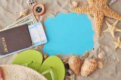 concetto di corsa Pagina dei simboli marini e della sabbia Fotografie Stock