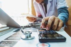 Concetto di costi e delle tasse di sanità immagini stock libere da diritti