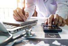 Concetto di costi e delle tasse di sanità fotografia stock libera da diritti