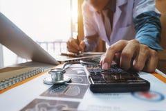 Concetto di costi e delle tasse di sanità immagine stock