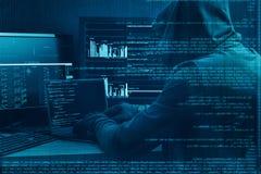 Concetto di crimine di Internet Pirata informatico che lavora ad un codice su fondo digitale scuro con l'interfaccia digitale int Fotografia Stock Libera da Diritti