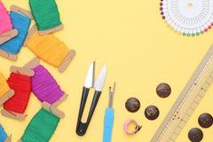 Concetto di cucito degli strumenti, di adattamento e di modo Immagini Stock