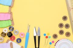 Concetto di cucito degli strumenti, di adattamento e di modo Fotografia Stock Libera da Diritti