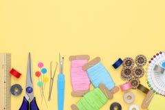 Concetto di cucito degli strumenti, di adattamento e di modo Immagini Stock Libere da Diritti