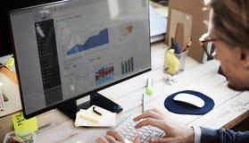 Concetto di dati di Strategy Analysis Financial dell'uomo d'affari Fotografia Stock Libera da Diritti
