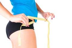 Concetto di dieta della donna con nastro adesivo di misurazione Fotografie Stock