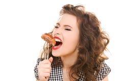 Concetto di dieta di Paleo - donna che mangia carne fotografie stock libere da diritti