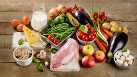 Concetto di dieta equilibrata, di cottura e dell'alimento biologico Immagine Stock