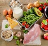 Concetto di dieta equilibrata, di cottura e dell'alimento biologico Immagini Stock