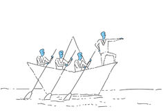 Concetto di direzione di lavoro di squadra di Leading Business People Team Swim In Paper Boat dell'uomo d'affari Fotografia Stock Libera da Diritti