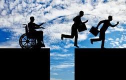 Concetto di diseguaglianza e distinzione della gente con le inabilità immagini stock