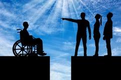 Concetto di distinzione della gente con le inabilità nella società Immagini Stock Libere da Diritti