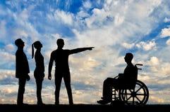 Concetto di distinzione della gente con le inabilità nella società Fotografie Stock