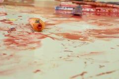 Concetto di divertimento del gioco del bambino di istruzione di colore di acqua di arte fotografie stock