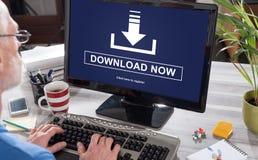 Concetto di download su un computer fotografia stock libera da diritti