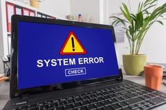 Concetto di errore del sistema su un computer portatile fotografia stock libera da diritti