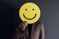 Concetto di esperienza del cliente, ritratto del cliente con il fronte felice fotografia stock libera da diritti