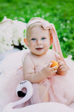 Concetto di età e di infanzia bello bambino felice in vestito rosa nel gioco del parco Fotografia Stock