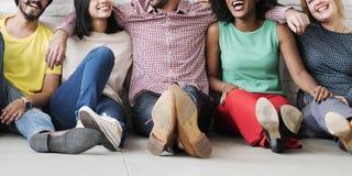 Concetto di etnia dei pantaloni a vita bassa di felicità di lavoro di squadra di svago Fotografia Stock Libera da Diritti