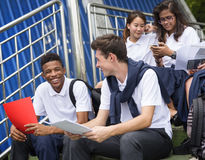 Concetto di felicità degli amici degli studenti di diversità Fotografie Stock