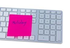 Concetto di festa con la tastiera di computer e nota con la festa. Fotografia Stock Libera da Diritti