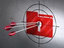 Concetto di finanza: frecce in cartella con l'obiettivo del buco della serratura sulla parete Fotografia Stock
